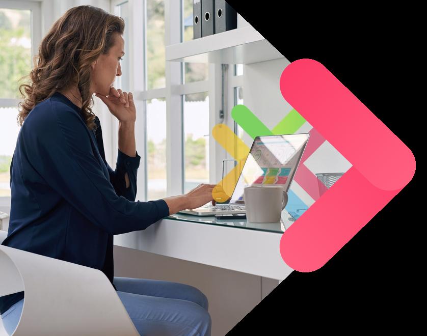 plataforma colaborativa itbid mujer usando el ordenador