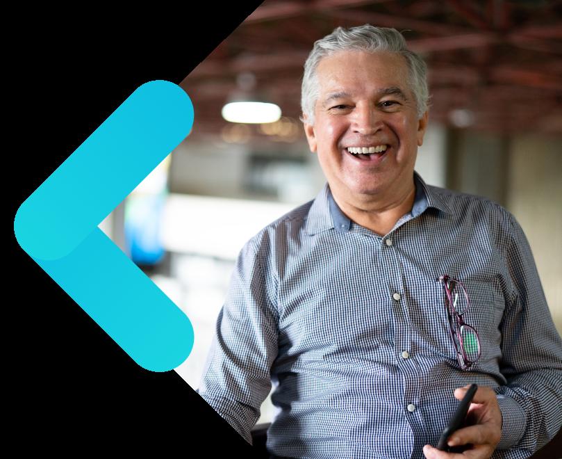 plataforma colaborativa de gestión de proveedores señor sonriendo